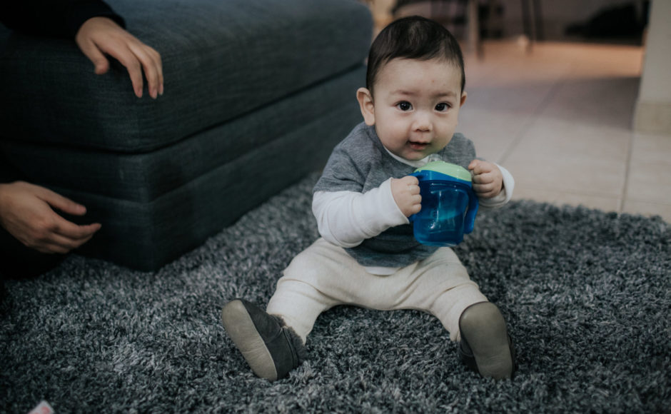 How To Introduce Water To Your Baby, how much water can I give my baby, Can my baby drink water?, How old does my baby have to be for water, how to introduce a sippy cup