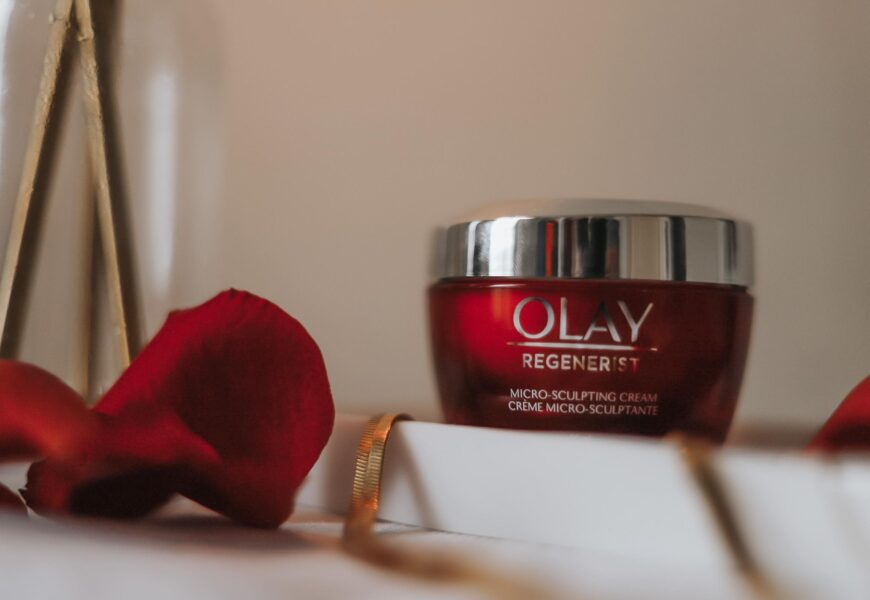 The Power of Peptides | Olay Regenerist Micro-Sculpting Cream